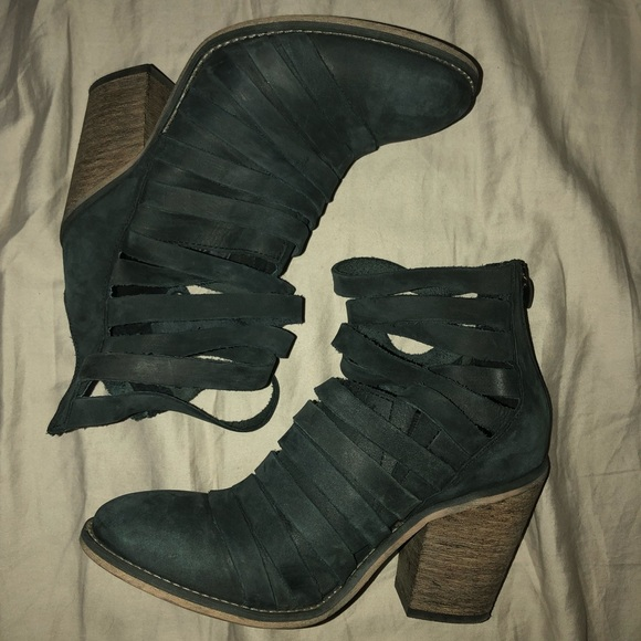 Black Strappy Ankle Boot W Closed Foot